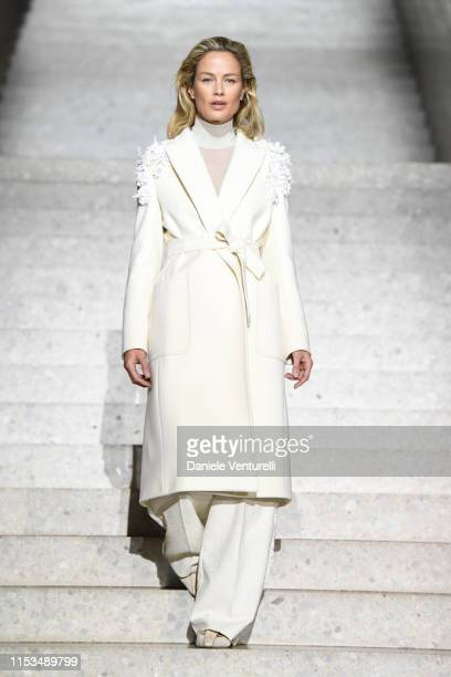 Carolyn Murphy walks the runway during the Max Mara Resort 2020 Fashion Show at Neues Museum on June 03 2019 in Berlin Germany
