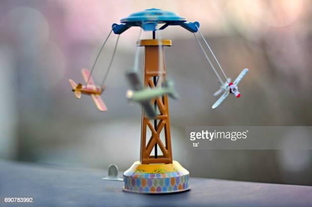carousel moving - aeroplano ストックフォトと画像