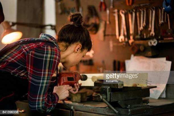 Charpentier de fille collier de réglage et mesure de bois
