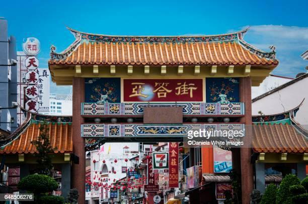 carpenter street, kuching, borneo, malaysia - sarawak state stock pictures, royalty-free photos & images