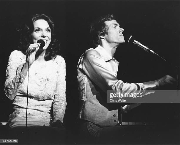 Carpenters 1976 Karen Carpenter and Richard Carpenter during The Carpenters File Photos in London United Kingdom