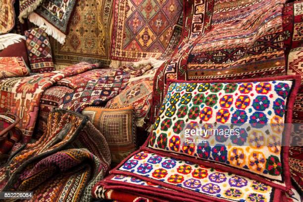 carpet shop at the vakil bazaar, shiraz, iran - shiraz fotografías e imágenes de stock