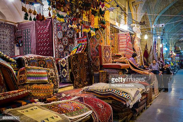 carpet shops in vakil bazaar - shiraz fotografías e imágenes de stock