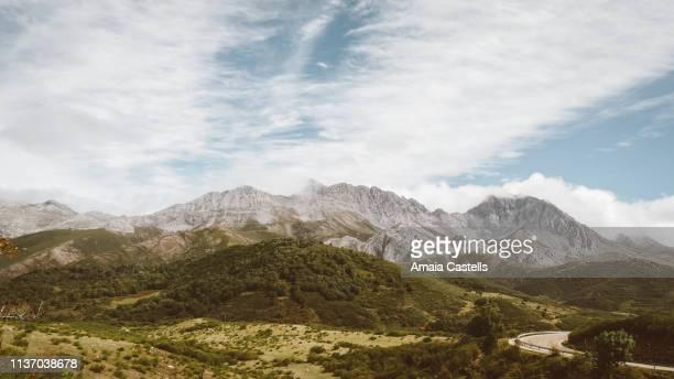 carretera de montaña - provinz leon stock-fotos und bilder