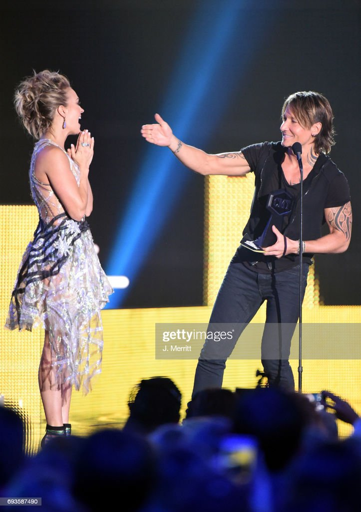 Carrie Underwood (L) and Keith Urban (R) accpet an award onstage during the 2017 CMT Music Awards at the Music City Center on June 7, 2017 in Nashville, Tennessee.