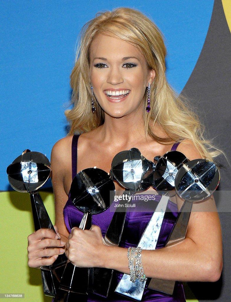 2006 Billboard Music Awards - Press Room : ニュース写真
