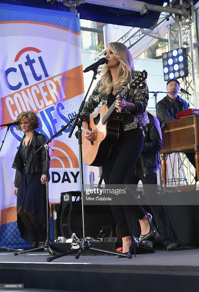 Carrie Underwood performs on the Citi Concert Series On Today in Rockefeller Plaza on October 23, 2015 in New York City.