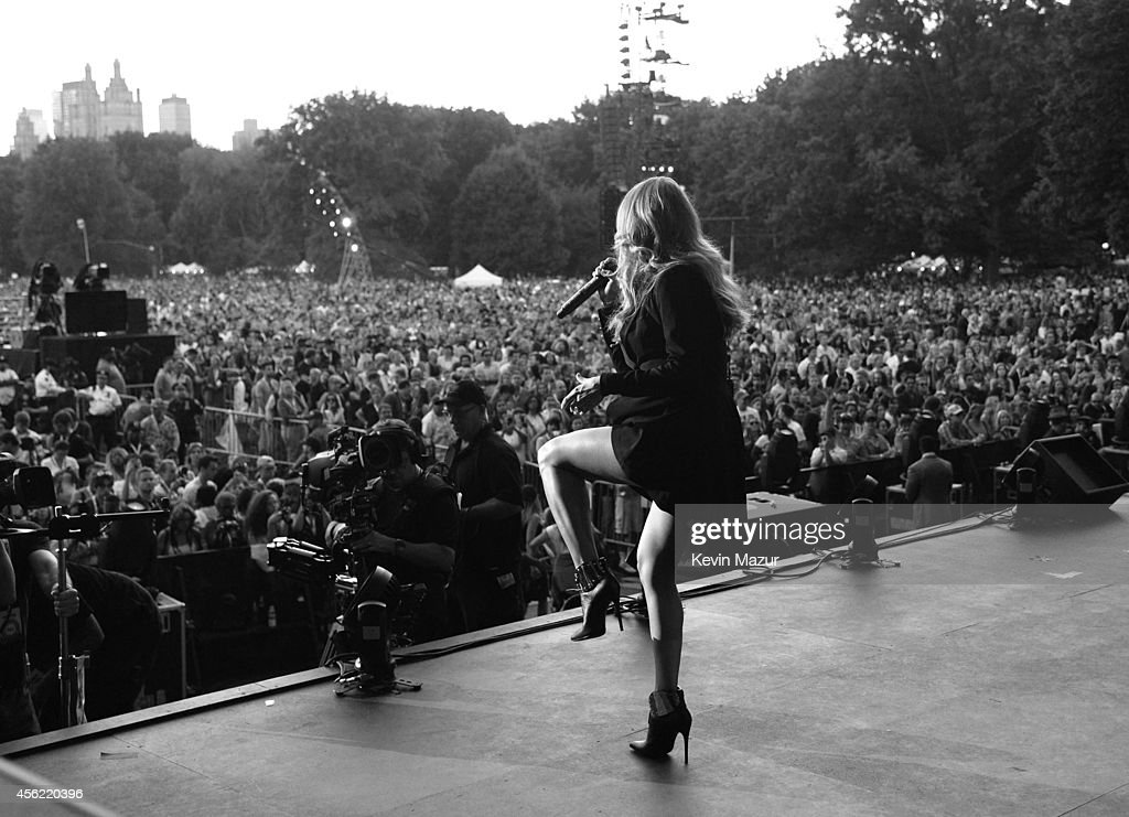 Carrie Underwood performs onstage at the 2014 Global Citizen Festival to end extreme poverty by 2030 at Central Park on September 27, 2014 in New York City.
