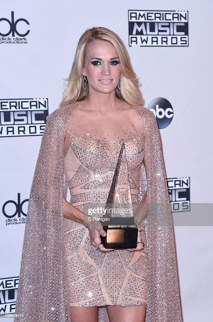 Carrie Underwood wins favorite female country artist at
