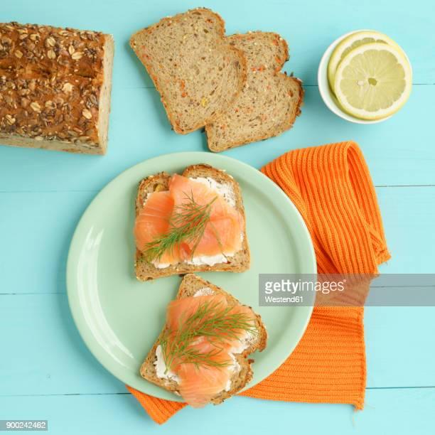 carrot bread with cream cheese and smoked salmon - salmone affumicato foto e immagini stock