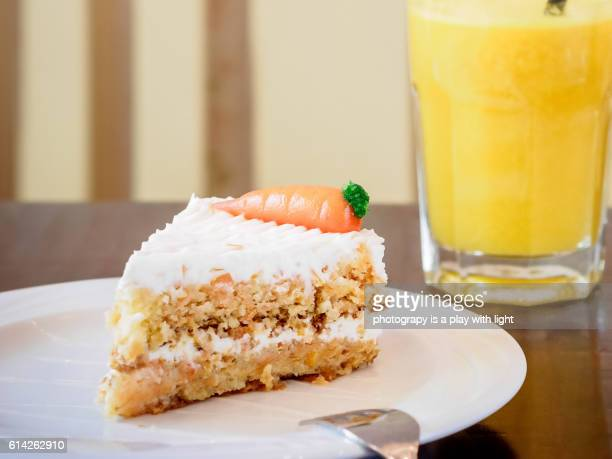 carrot cake - carrot cake stock pictures, royalty-free photos & images