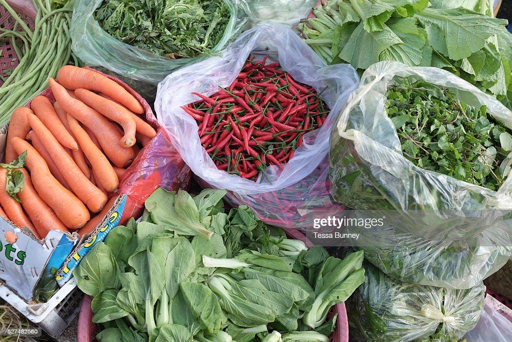 Cambodia - Phnom Penh - Daeum Kor early morning fresh food market : News Photo