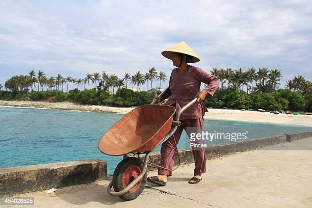 carrying good in little insland, ly son islands - quảng ngãi bildbanksfoton och bilder