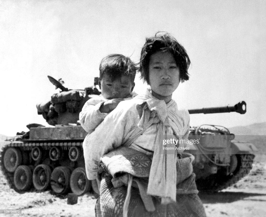 Korean War Refugees : News Photo