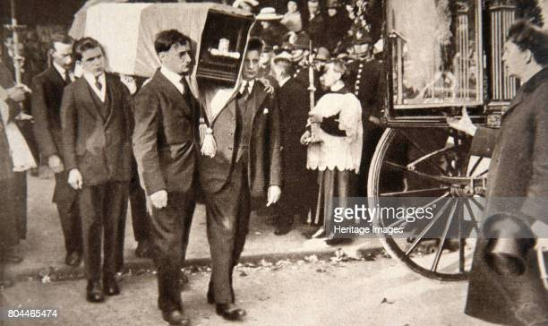 Carrying the coffin of Alderman Terence McSwiney Lord Mayor of Cork 1920 Terence Joseph McSwiney was a representative of Sinn Fein who was elected...