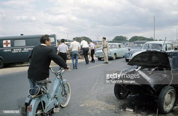 cars accident in st ouen l 39 aumone saint ouen l 39 aum ne juillet 1966 news photo getty images. Black Bedroom Furniture Sets. Home Design Ideas