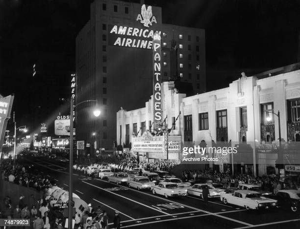 Cars and crowds gathered at Pantages Theatre in Los Angeles for the 31st Academy Awards ceremony 6th April 1959