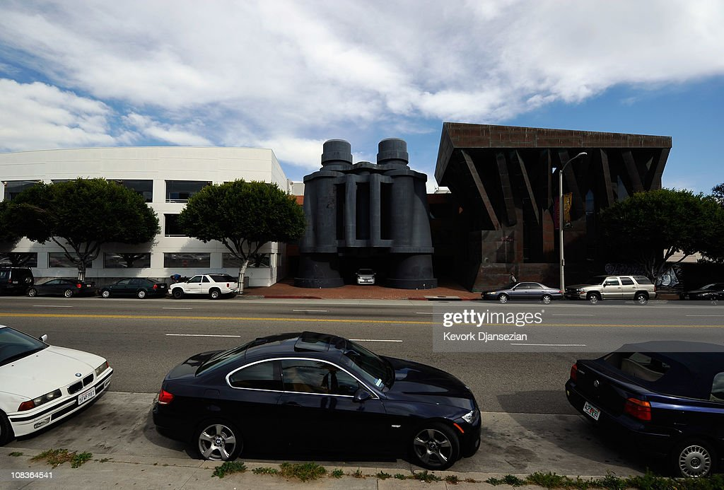 google los angeles office. Cars Are Parked Near Where Google Will Open A New Office In The Binoculars Building, Los Angeles