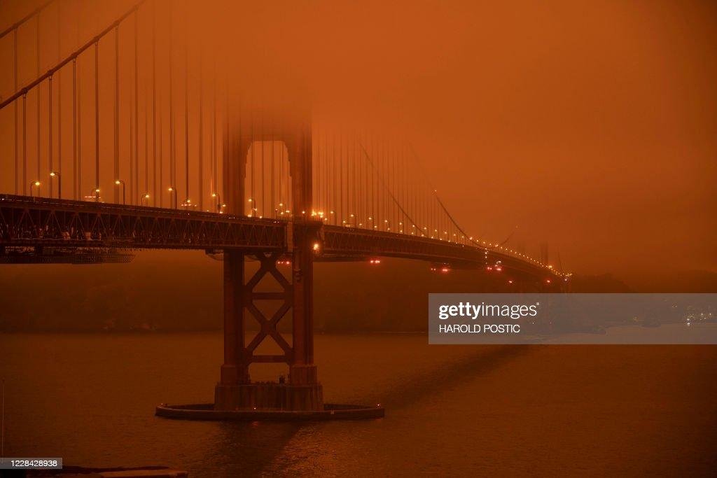 TOPSHOT-US-FIRES : News Photo