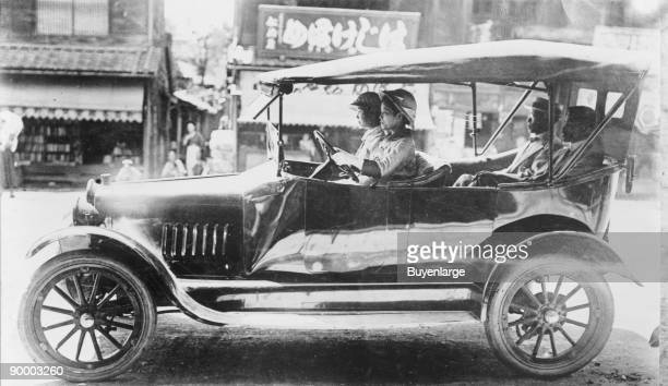 Cars driven by First women chauffeurs of Japan