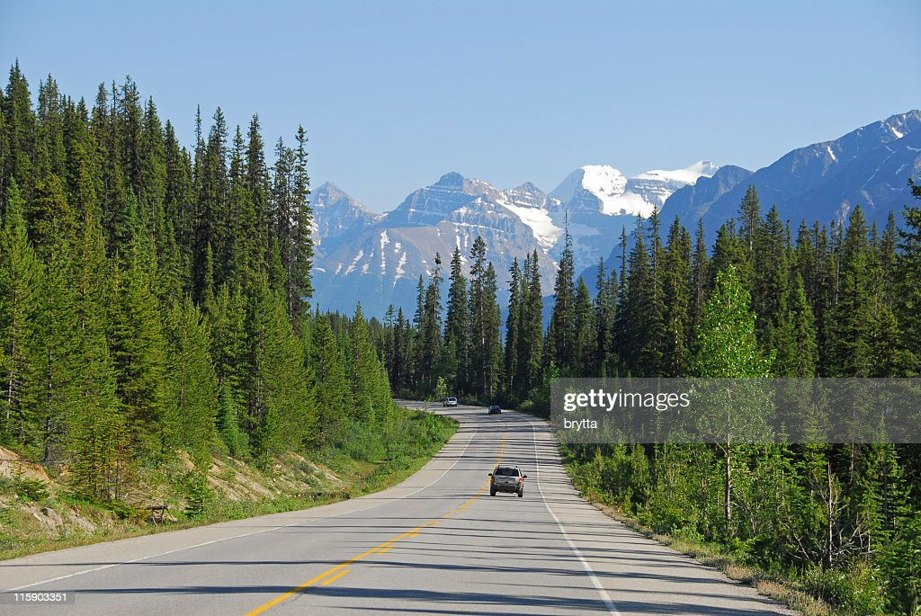 Cars driving the Icefields Parkway in Jasper National Park,Canada : Stock Photo