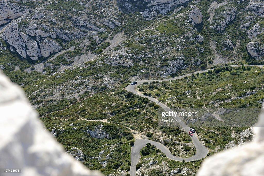 Cars on a winding road, calanques de Sormiou : Stock Photo