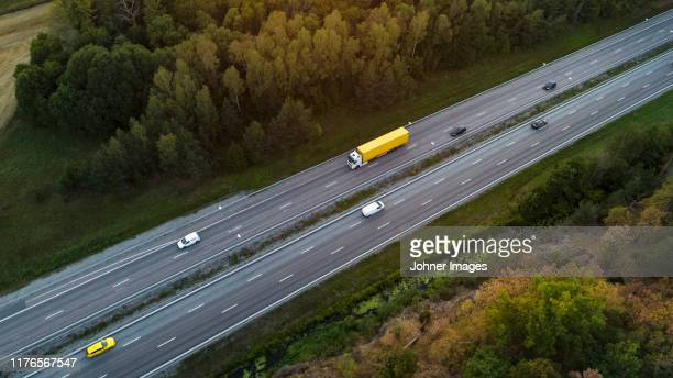 cars on highway, aerial view - commercial land vehicle stock pictures, royalty-free photos & images