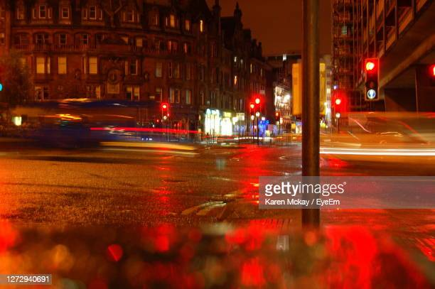 cars on road at night - karen mckay stock pictures, royalty-free photos & images