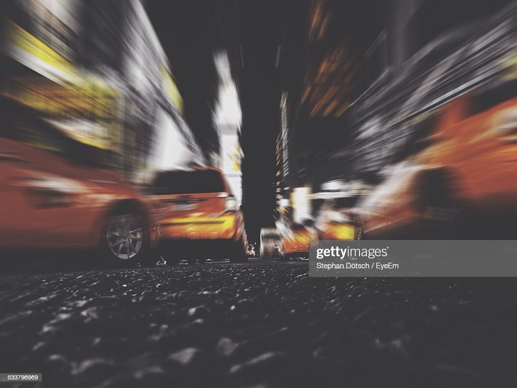 Cars On Street In Blurred Motion At Night : Foto stock