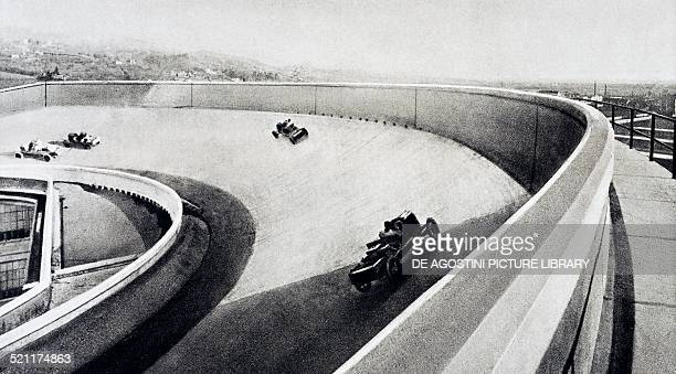 Cars on the test track built on the roof of the Fiat Lingotto factory in Turin, 1915-1921, designed by the engineer Giacomo Matte' Trucco . Italy,...
