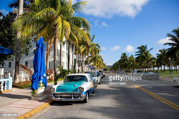 cars parked on both sides of a road, south beach, miami beach, florida, usa - south beach stock pictures, royalty-free photos & images