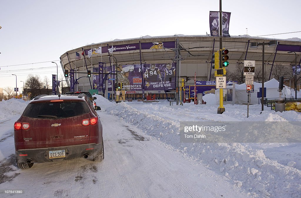 Metrodome Roof Collapses Under Heavy Snow : News Photo