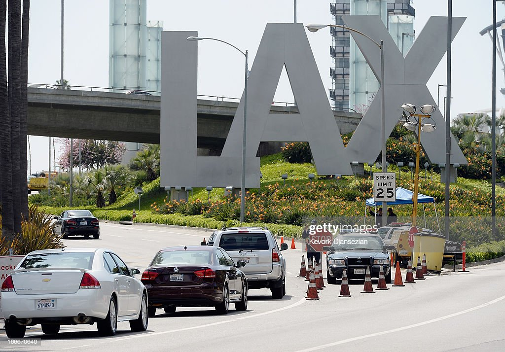 Security Increased At LAX After Multiple Explosions During Boston Marathon : ニュース写真