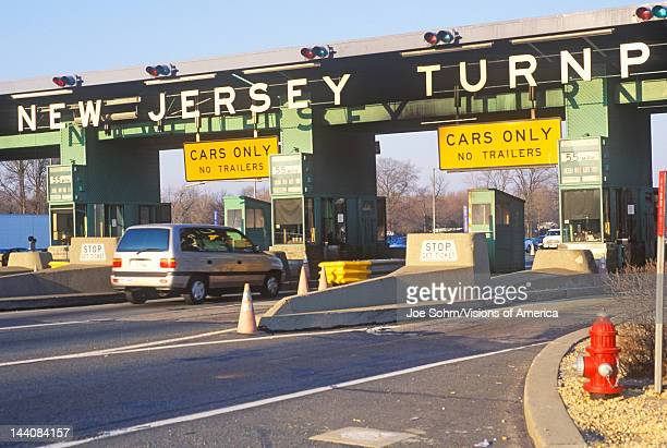 Cars waiting to pass the New Jersey Turnpike Tollbooth