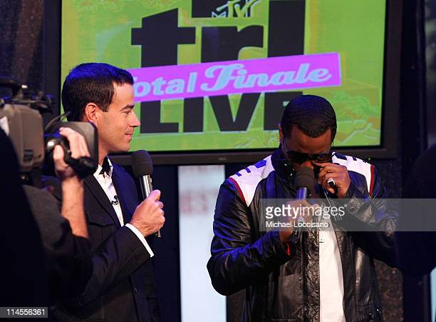 """Carson Daly and Sean """"Diddy"""" Combs perform during MTV's TRL """"Total Finale Live"""" at the MTV Studios in Times Square on November 16, 2008 in New York..."""