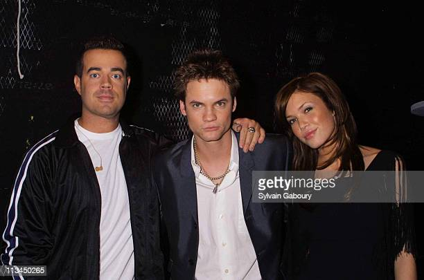 Carson Daly Shane West Mandy Moore during Mandy Moore and Shane West Promote A Walk to Remember at MTV's TRL in New York New York United States