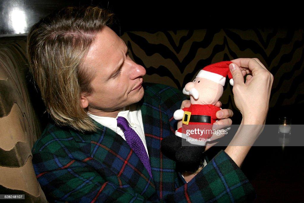 David Sedaris Christmas.Carson Kressley With Santa During Dinah The Christmas Whore