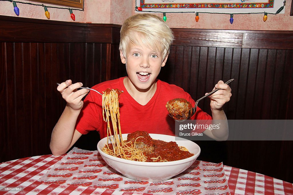 Carson Lueders Visits Buca Di Beppo And Planet Hollywood Times Square : News Photo