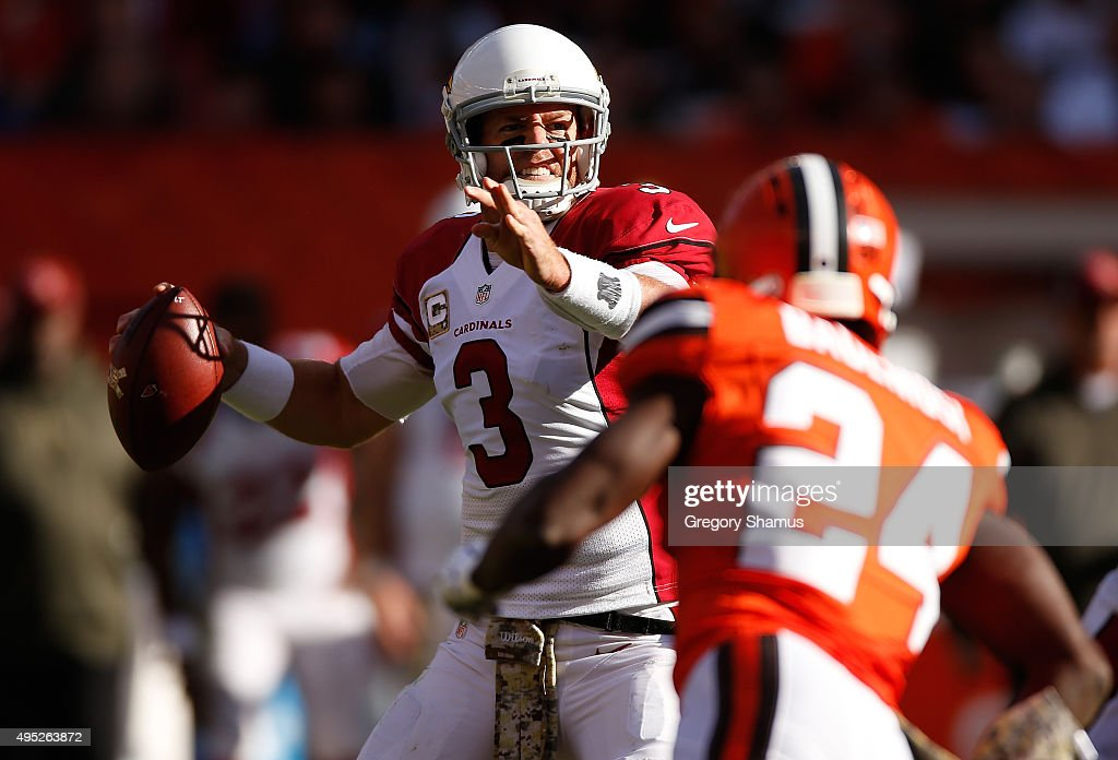 Carson Palmer #3 of the Arizona Cardinals throws a second quarter pass while playing the Cleveland Browns at FirstEnergy Stadium on November 1, 2015 in Cleveland, Ohio.