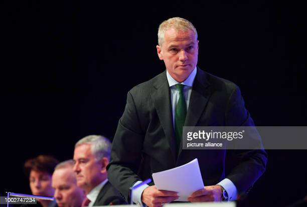 Carsten Kengeter chairman of the Deutsche Boerse AG stands up next to board members Hauke Stars Andreas Preuss and Gregor Pottmeyer during the...
