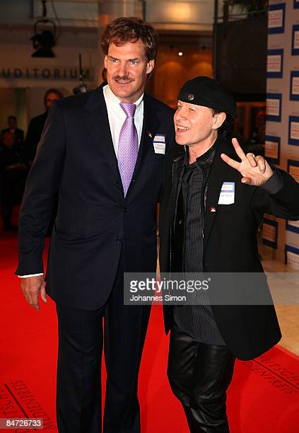 10 Carsten Maschmeyer CEO of AWD Holding and singer Klaus Meine attend the awarding ceremony of the German Media Award on February 10 2009 in...