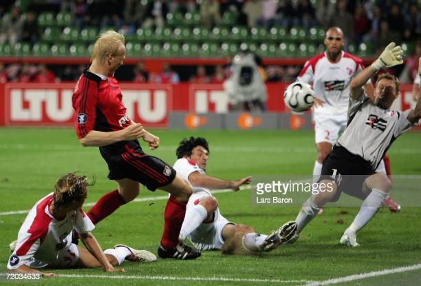 Carsten Ramelow of Leverkusen scores the third goal during the UEFA Cup match between Bayer Leverkusen and FC Sion at the BayArena on September 28,...