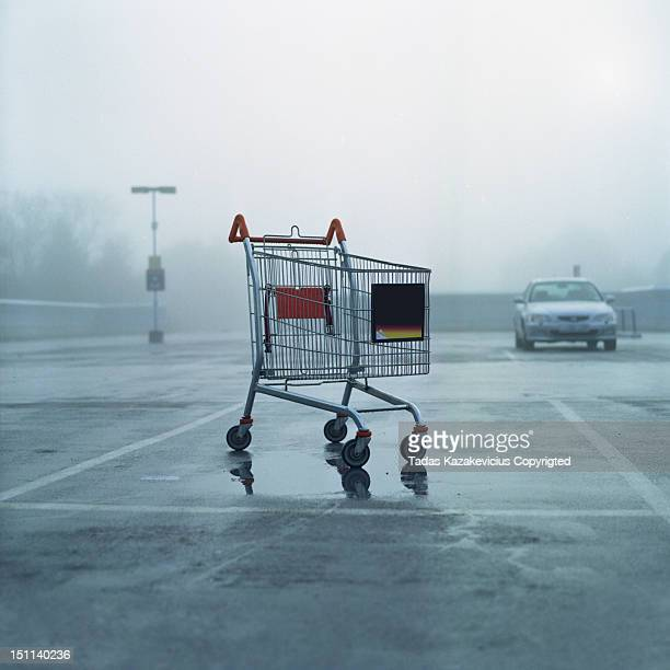 cart park - image stock-fotos und bilder