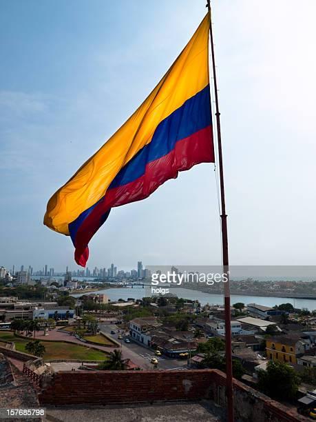 cartagena de indias, colombia castillo de san felipe de barajas - bandera colombiana fotografías e imágenes de stock