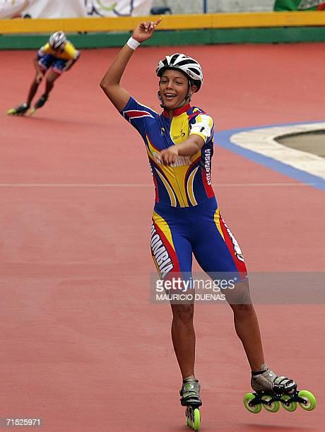 Cecilia Baena de Colombia celebra al ganar la medalla de Oro en la prueba de los 5000 mt relevos rama femenina de los XX Juegos Centroamericanos y...