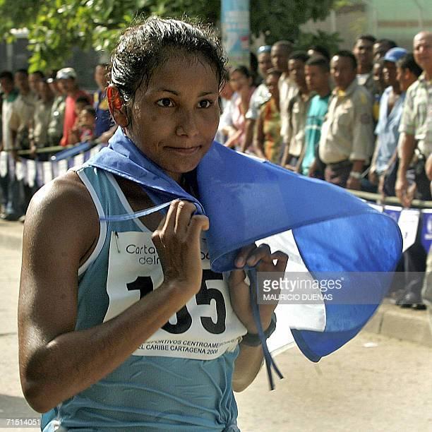 Cristina Lopez de El Salvador se pone la bandera de su pais luego de cruzar la meta de Marcha 20 km de los XX Juegos Centroamericanos y del Caribe el...