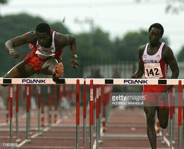 Dairon Robles de Cuba corre los 110 m con vallas para ganar la medalla de oro junto a su compatriota Yoel Hernandez quien gano medalla de bronce el...