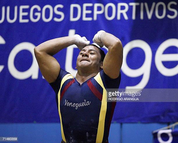 El venezolano Eduardo Hernan de la categoria 69 Kg en modalidad Envion celebra los 170 Kg levantados para ganar la medalla de Oro el 16 de julio de...