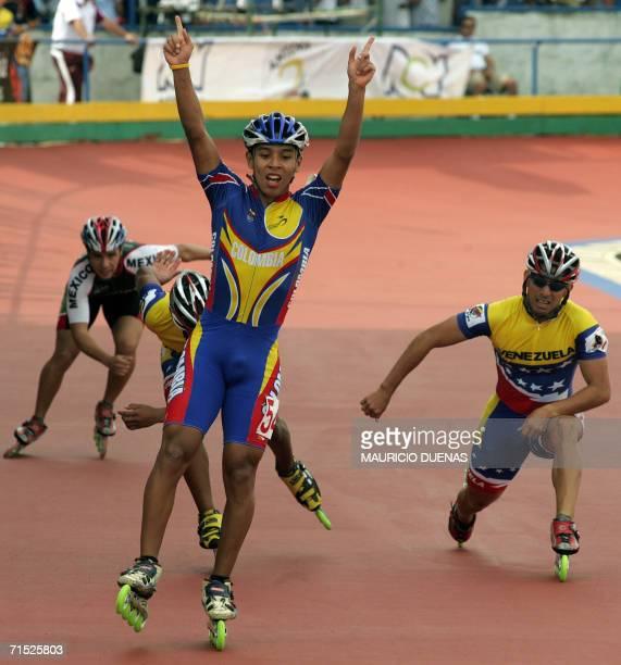 Jorge Luis Cifuentes de Colombia celebra al ganar la medalla de Oro de los 500 mts masculinos de los XX Juegos Centroamericanos y del Caribe el 27 de...