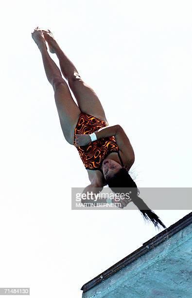 La clavadista mexicana Paola Espinoza realizasu rutina en la categoria plataforma 10 metros obteniendo la medalla de plata en Cartagena Colombia el...